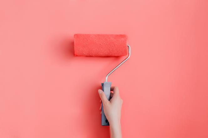 Farby ceramiczne: dlaczego warto je wybrać do malowania ścian