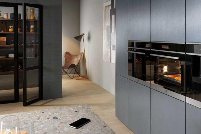 Podłoga w kuchni: wybieramy płytki na lata. 10 pięknych aranżacji