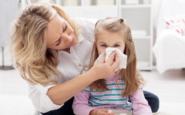 Jak złagodzić dolegliwości związane z katarem u małego dziecka